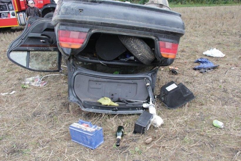 FOTOD | Tartumaal kaotasid driftijad auto üle kontrolli ja käisid üle katuse