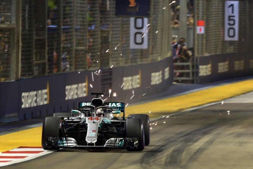 JÄLLE NOBEDAIM! Hamilton võitis Singapuris hooaja seitsmenda ajasõidu