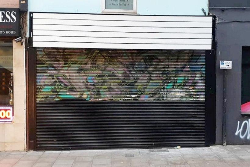 VALUS: Banksy üks varasemaid töid värviti kogemata üle