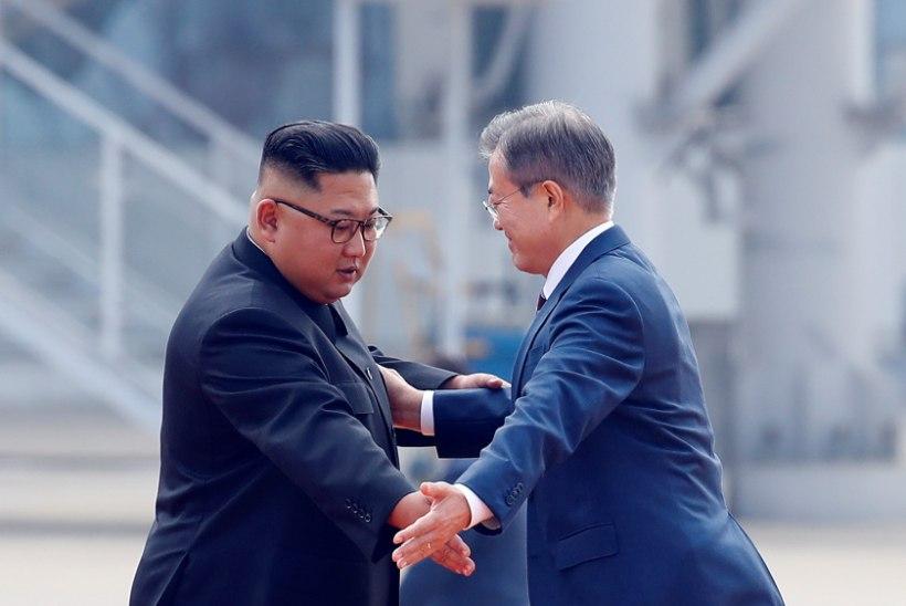 FOTOD   Moon Jae-in sõitis koos abikaasaga Põhja-Koreasse