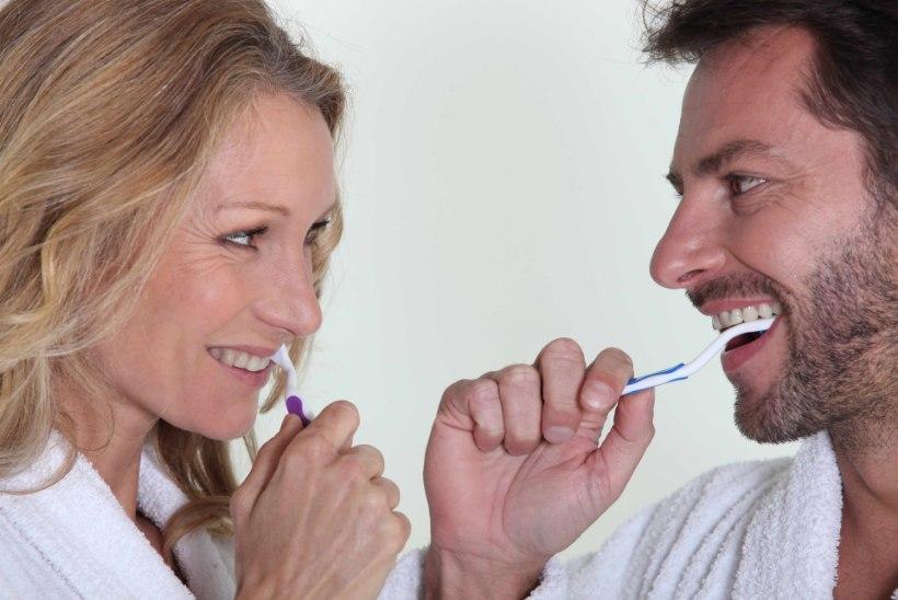 HULL LUGU! Vilets hambapesu rikub erektsiooni