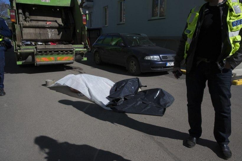 Ringkonnakohus jättis naise surnuks tagurdanud prügiauto meeskonna õigeksmõistmise jõusse
