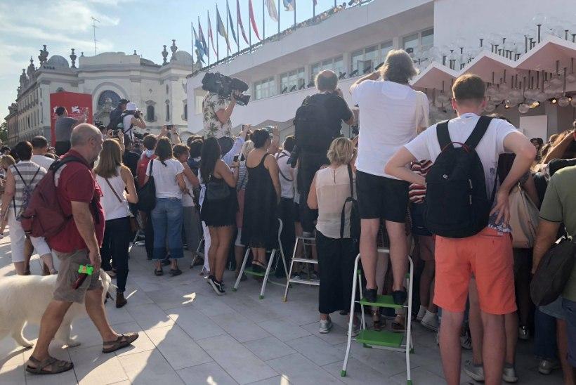 ÕL VENEETSIAS | Autogrammikütt: seisan hommikust õhtuni kino ees ja ootan, et staare näha