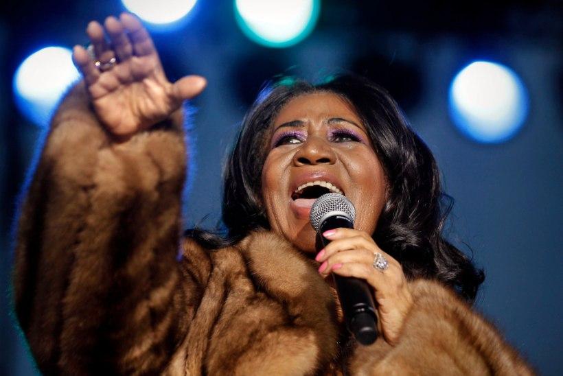 Soulikuninganna Aretha Franklin saadeti pisarate ja naeruga viimsele teele