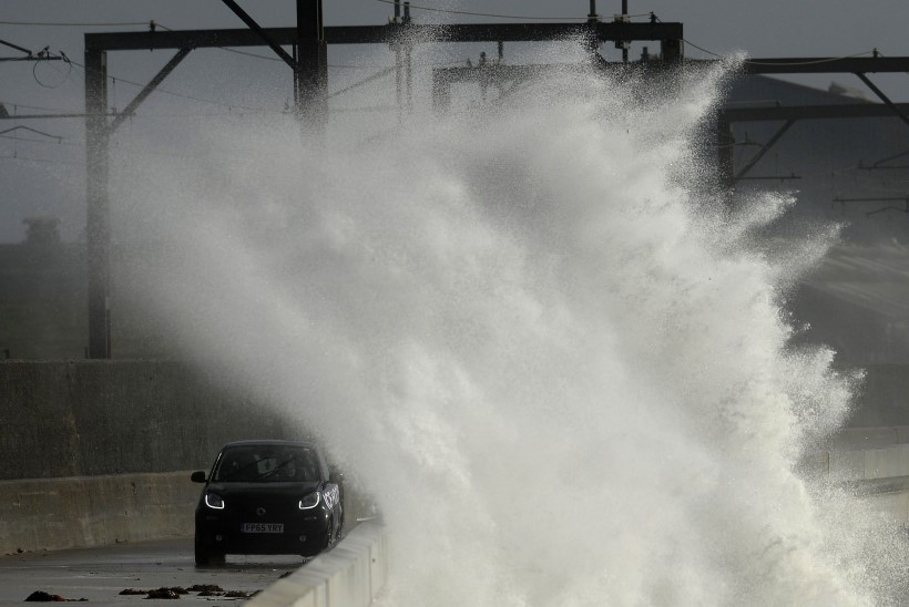 VIDEOD | Inglismaad ja Iirimaad tabas võimas torm Ali, on hukkunuid