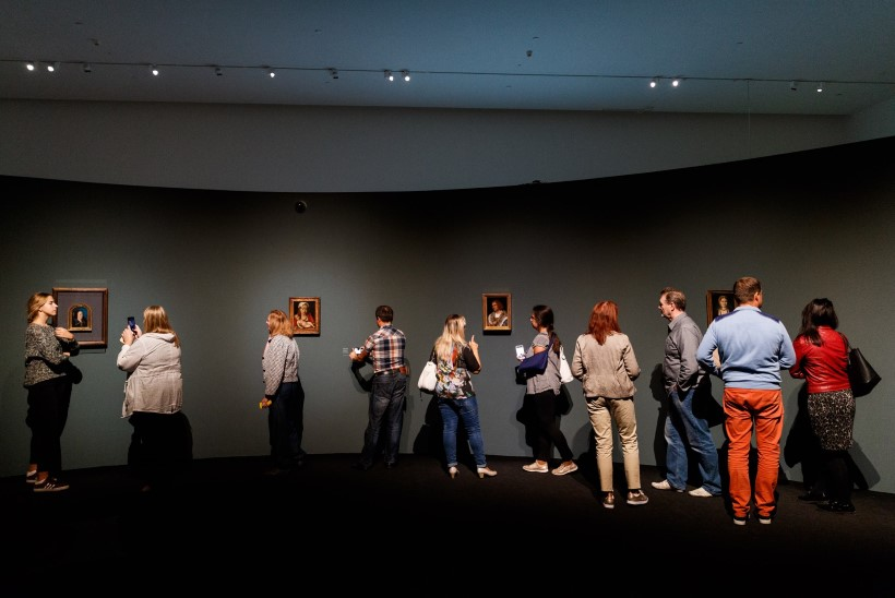 Michel Sittowi näituse kokkupakkimisel ja kojusaatmisel lasub turvakaalutluste tõttu suur saladusloor