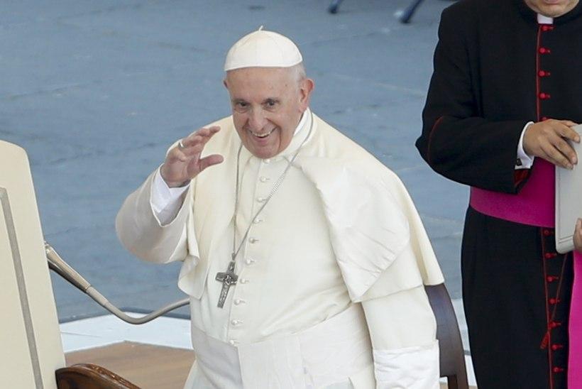 Mitu nööpi on paavsti rüül ehk Millist tähendust kannavad paavsti riided?