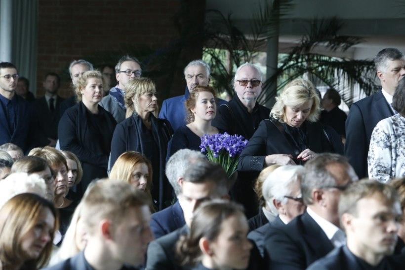 GALERII | Roman Baskin saadeti Lillepaviljonist viimsele teele