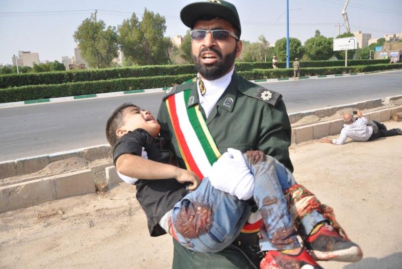 FOTOD | Iraani sõjaväeparaadil sai mitukümmend inimest surma