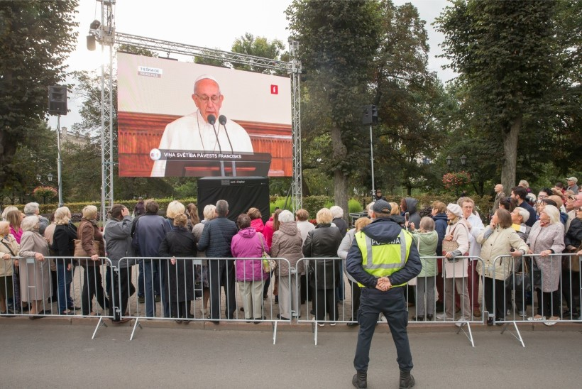 ÕL VIDEO | Paavst Franciscus Riias: inimeste usk tulevikku näitab ühiskonna arengut