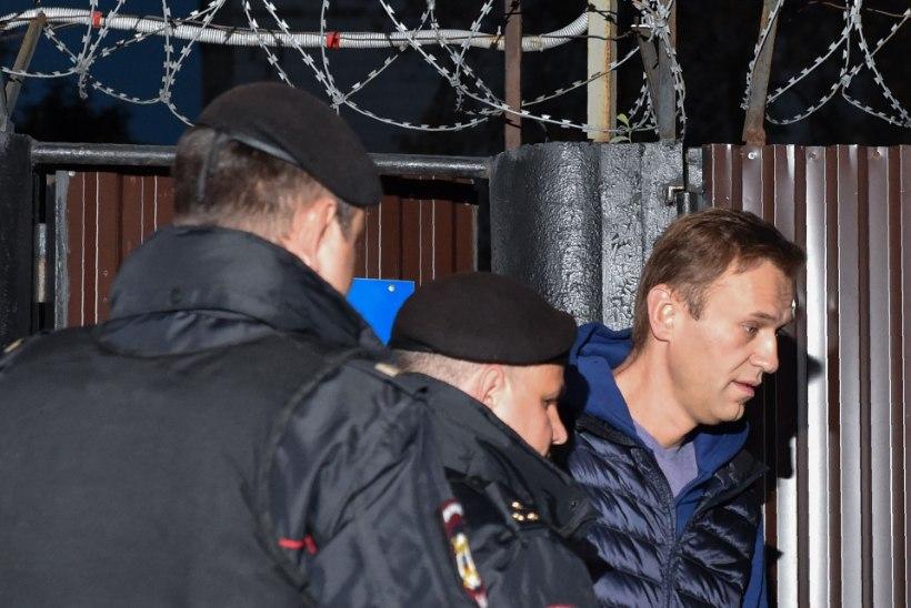 FOTOD | Vabadusse lastud Navalnõi nabiti vanglaväravate juures taas kinni