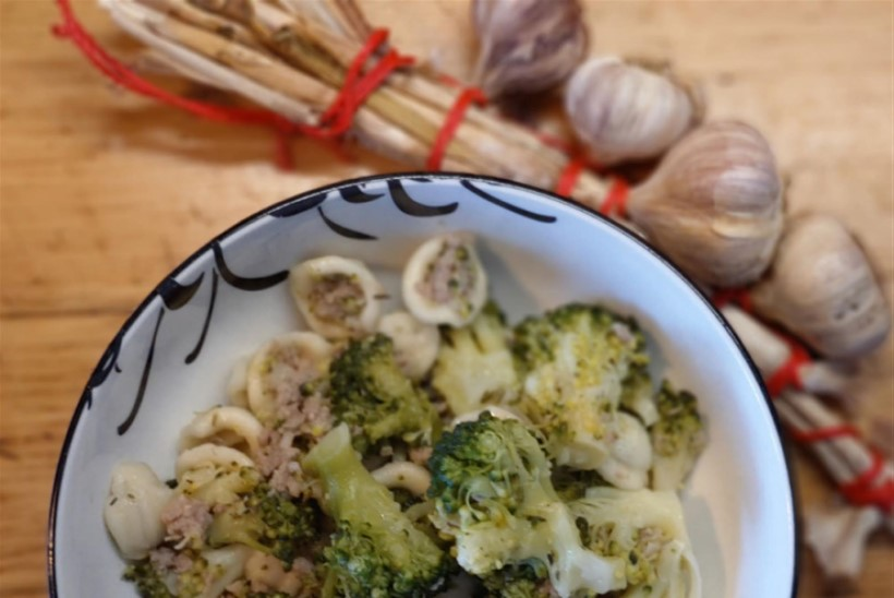 Orecchiette ehk kõrvakesed brokoli ja vorstikestega