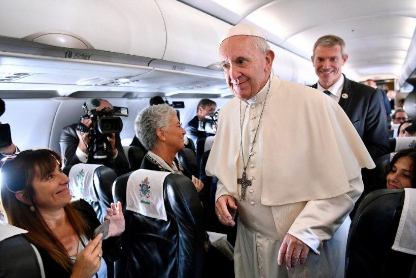 Paavsti visiidi telgitagused: pikad päevad, napid ööd