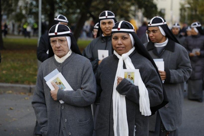 GALERII | Paavst pidas Tallinnas Vabaduse väljakul missat