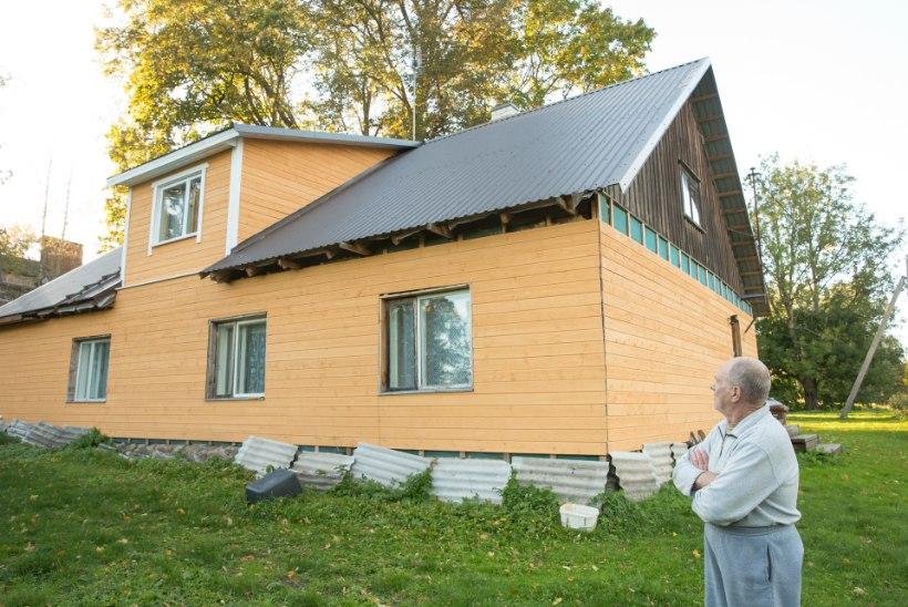 Meeletu jõuga otse taevast: salapärane metalltoru purustas katuse ja tungis elutuppa