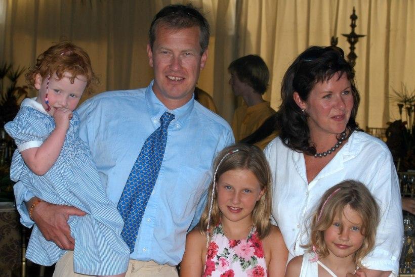 AJALOOLINE HETK: Briti kuningakojas abiellus esmakordselt mees mehega