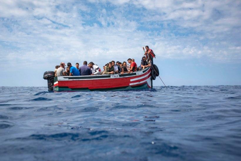 ÜKS SURNU JA KOLM HAAVATUT: Maroko merevägi tulistas Vahemerel põgenikepaati