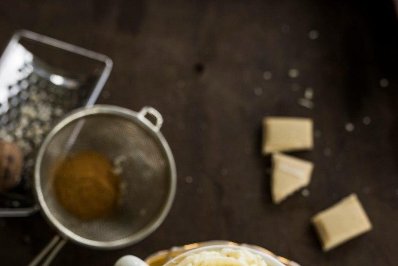 RETSEPT | Kosutav jook tormiseks ilmaks - kuum valge šokolaad kõrvitsaga