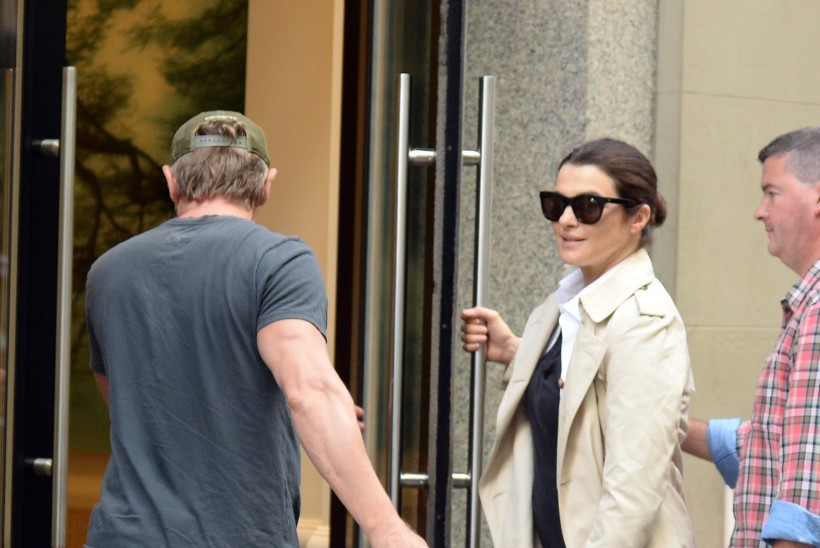 Daniel Craig ja Rachel Weisz ilmusid pisitütrega avalikkuse ette