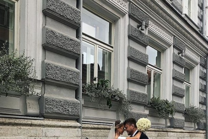 Moelooja Gerli A. Chantele kandis 3000 Swarovski kiviga kaunistatud pulmakleiti