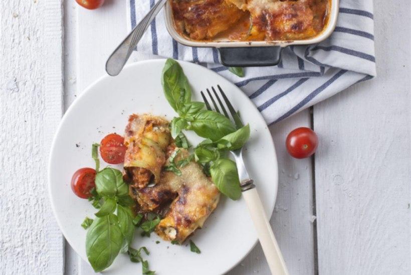 Suvikõrvitsa-ricottarullid tomatikastmes