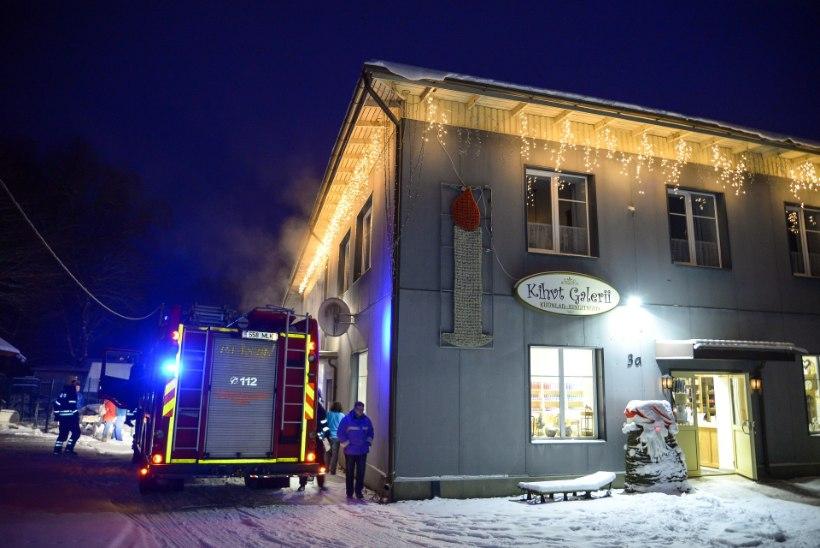FOTOD | Võhma küünlavabrikus oli tulekahju