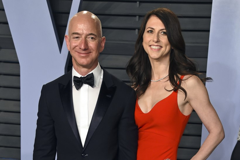 TROONILT TÕUGATUD: salasuhe röövib Amazoni juhilt maailma rikkaima mehe tiitli