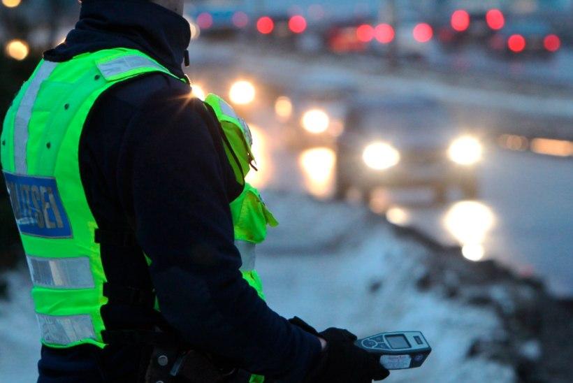 Ööpäev liikluses: rooli tagant tabati 15 joobes juhti