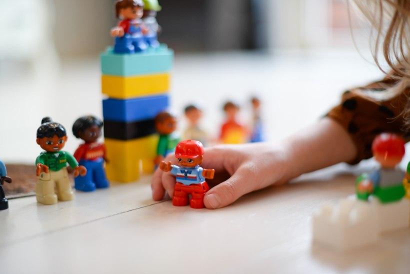 Mänguasjaplahvatus lastetoas: 12 nippi, kuidas lastetoa kärmelt korda saab