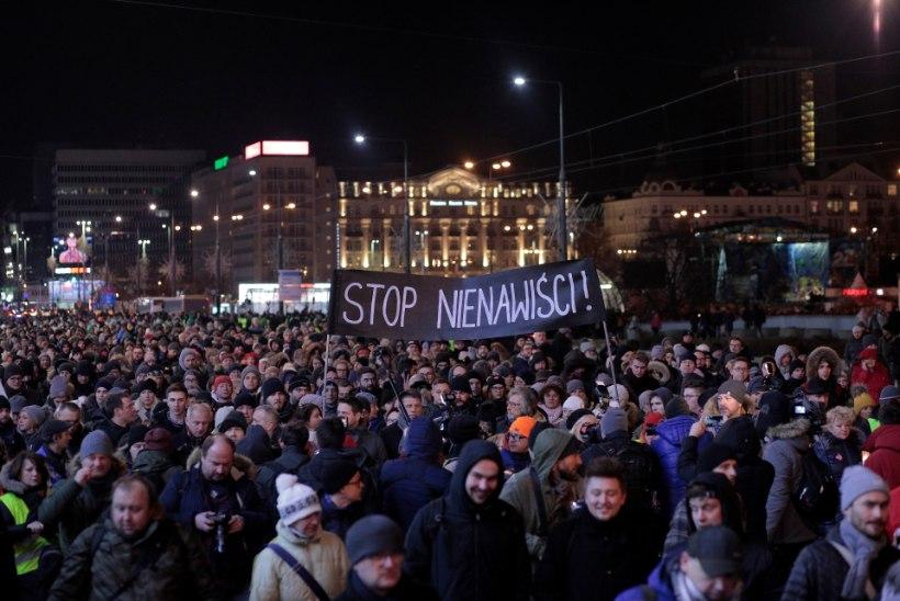 GDANSK LEINAB: elanikud näevad linnapea mõrva taga Poolat lõhestavat viha
