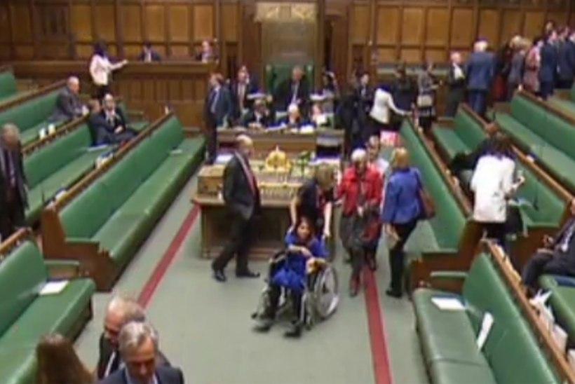 JULGE SAMM: parlamendisaadik lükkas Brexiti takistamiseks sünnituse edasi