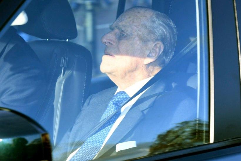 KUNINGLIK ÕNNETUS | 97aastane Prints Philip põhjustas oma Range Roveriga avarii
