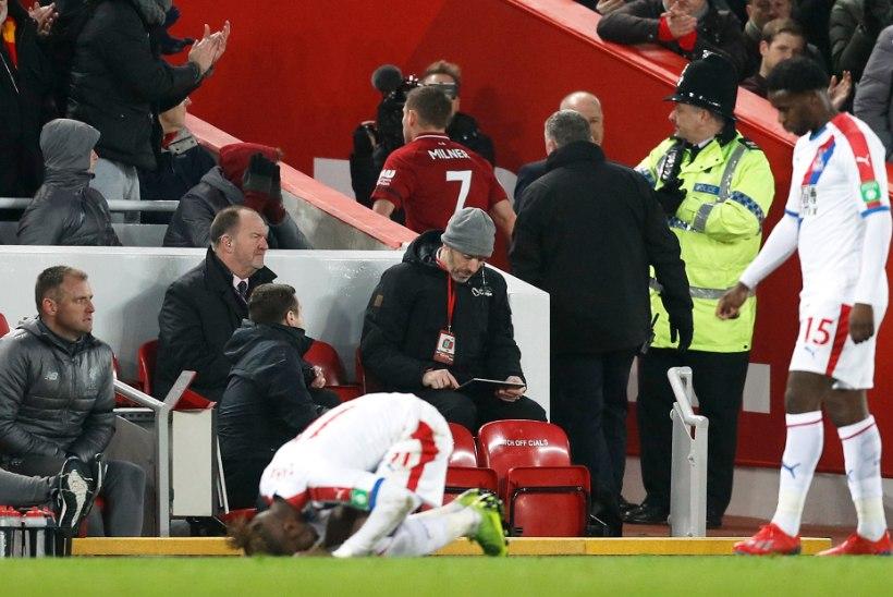 Liverpool lõpetas vähemuses, kuid tuli kaotusseisust välja ja jätkab liiga liidrina