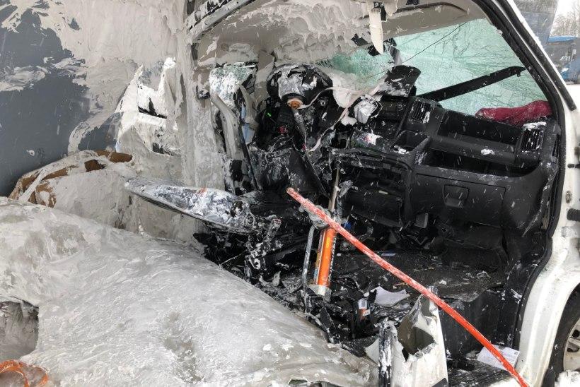 GALERII | LIIGUTAV LUGU! Üliraskes avariis napilt ellu jäänud mees tänas oma päästjaid