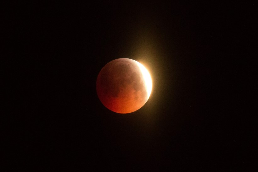 FOTOD | Varahommikul kaunistas taevast veripunane kuuvarjutus