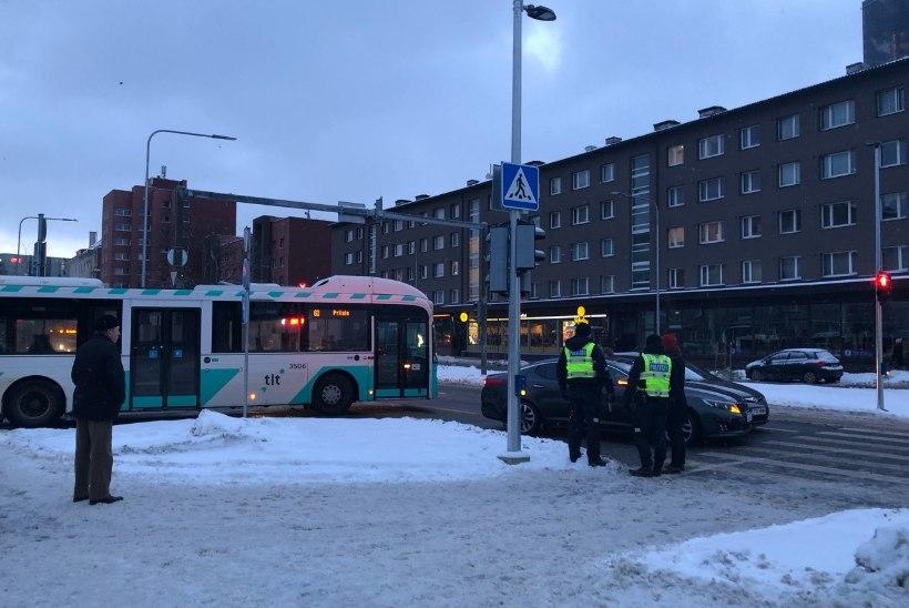 FOTOD   Avarii põhjustas Tallinna kesklinnas hiigelummiku