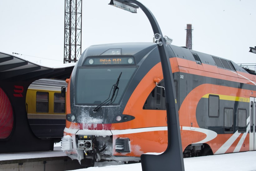 PAKANE TEEB PAHANDUST: käre külm murdis isegi raudteerööpa!