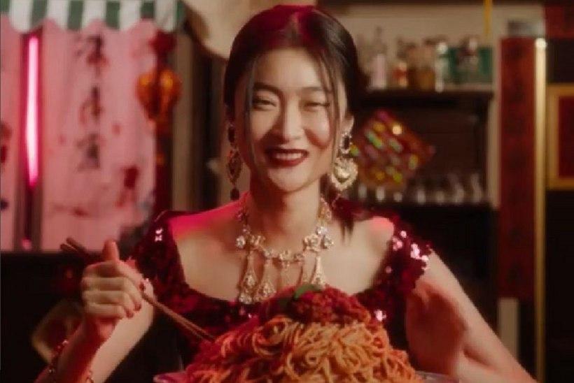 Modell väidab, et Dolce & Gabbana kampaania hävitas tema karjääri