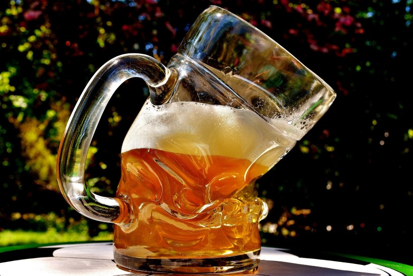 Austraalia pubiomanik peab ennatliku lubaduse tõttu jagama tasuta õlut