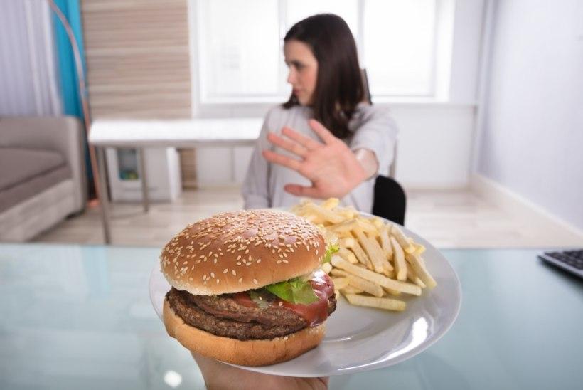 Neli toitu, millest kaalulangetajad peaksid õhtul näpud eemal hoidma