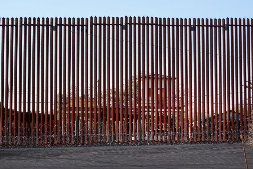 VALITSUS TAAS TÖÖHOOS: Trump loobus mõneks ajaks müürist ja väidab, et see ei katakski kogu piiri