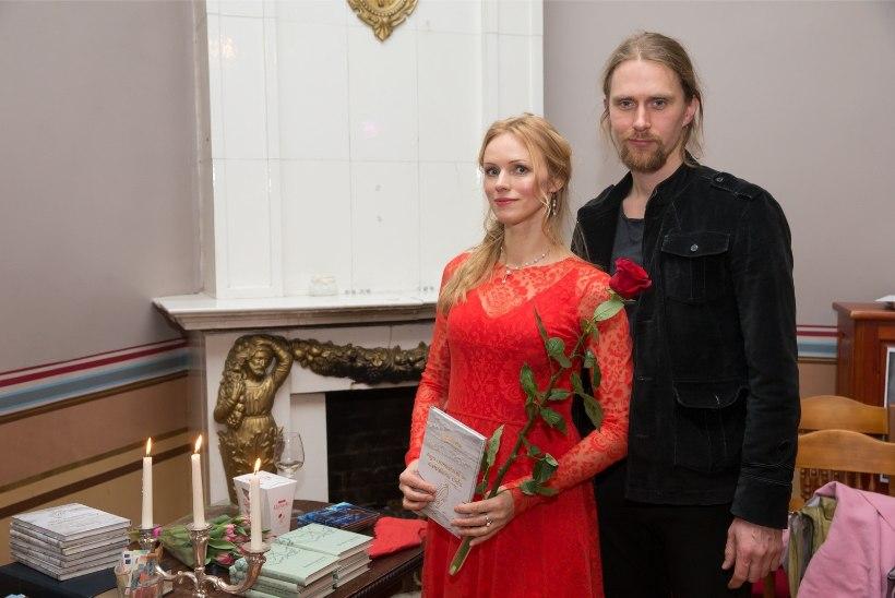 GALERII   Poetess Kristiina Ehin esitles oma kaheksandat luulekogu