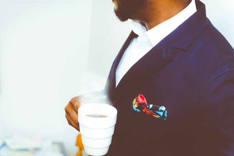 STIILINÕU: kas ja kuidas kanda ülikonda ilma lipsuta?