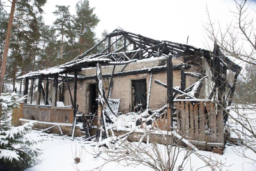 Uusaastaööl Võrus maha põlenud maja süttis konist