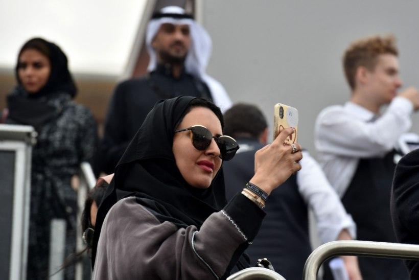 Saudi Araabia naised saavad nüüd SMSi teel teada, kui mees lahutuse sisse annab