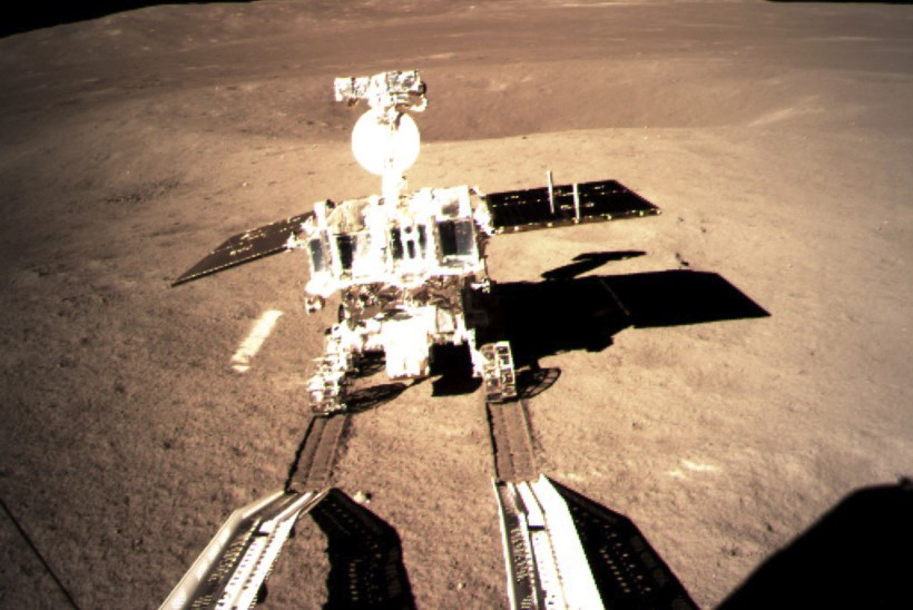 UUS FOTO: Hiina kuukulgur alustas Kuu tagaküljel tööd