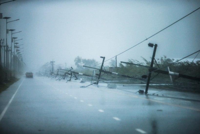 PILDID | Taimaal on tuhanded inimesed tormilõksus