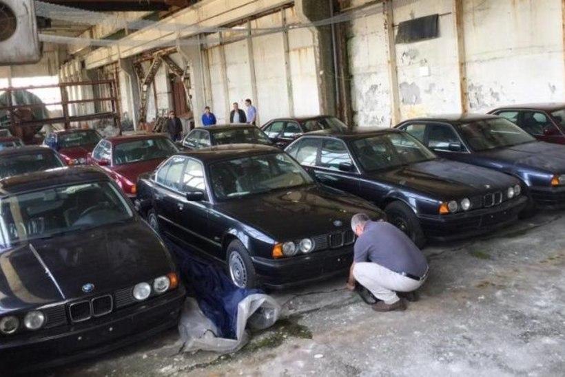 VIDEO | TÕELINE AARE: Bulgaarias avastati 11 neitsilikku 1994. aasta BMWd