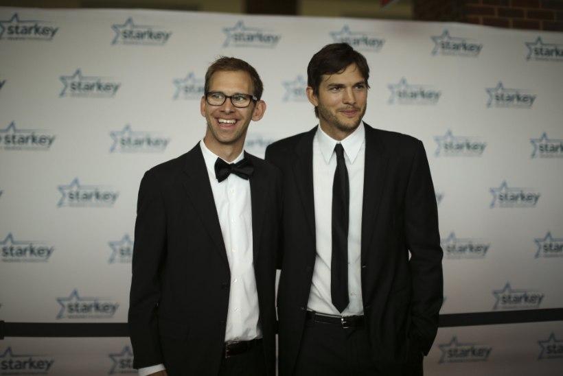 Ashton Kutcher tahtis haigele kaksikvennale oma südame ära anda