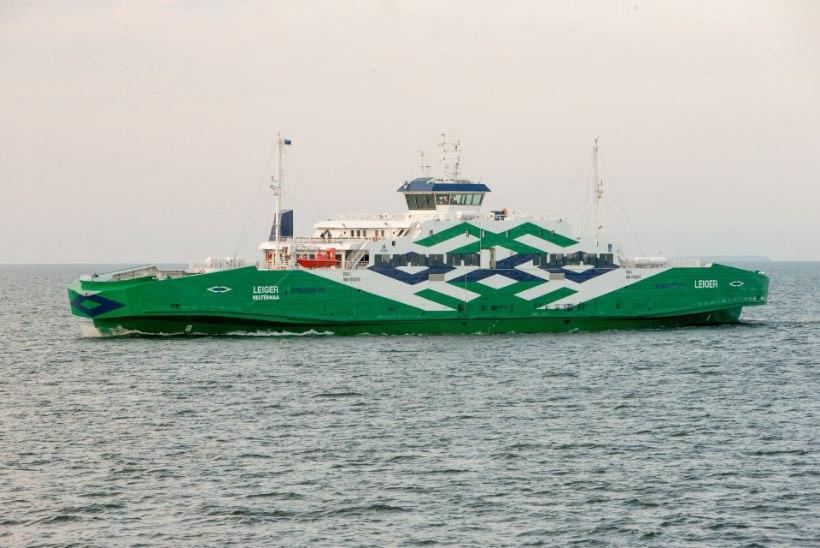 VÕIDUJOOKS AJAGA: kiiret abi vajav patsient toodi laevaga Hiiumaalt mandrile
